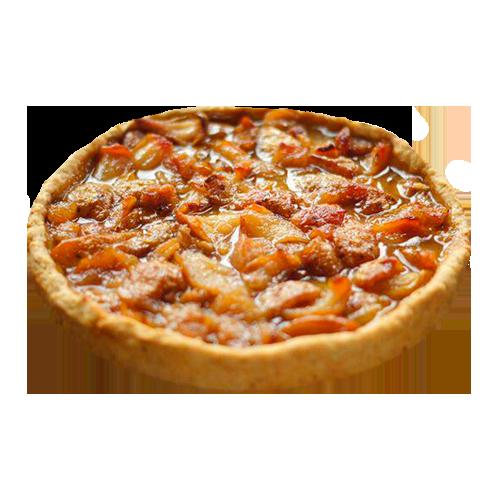 Бретонский песочный пирог с грушей и клубничным соусом