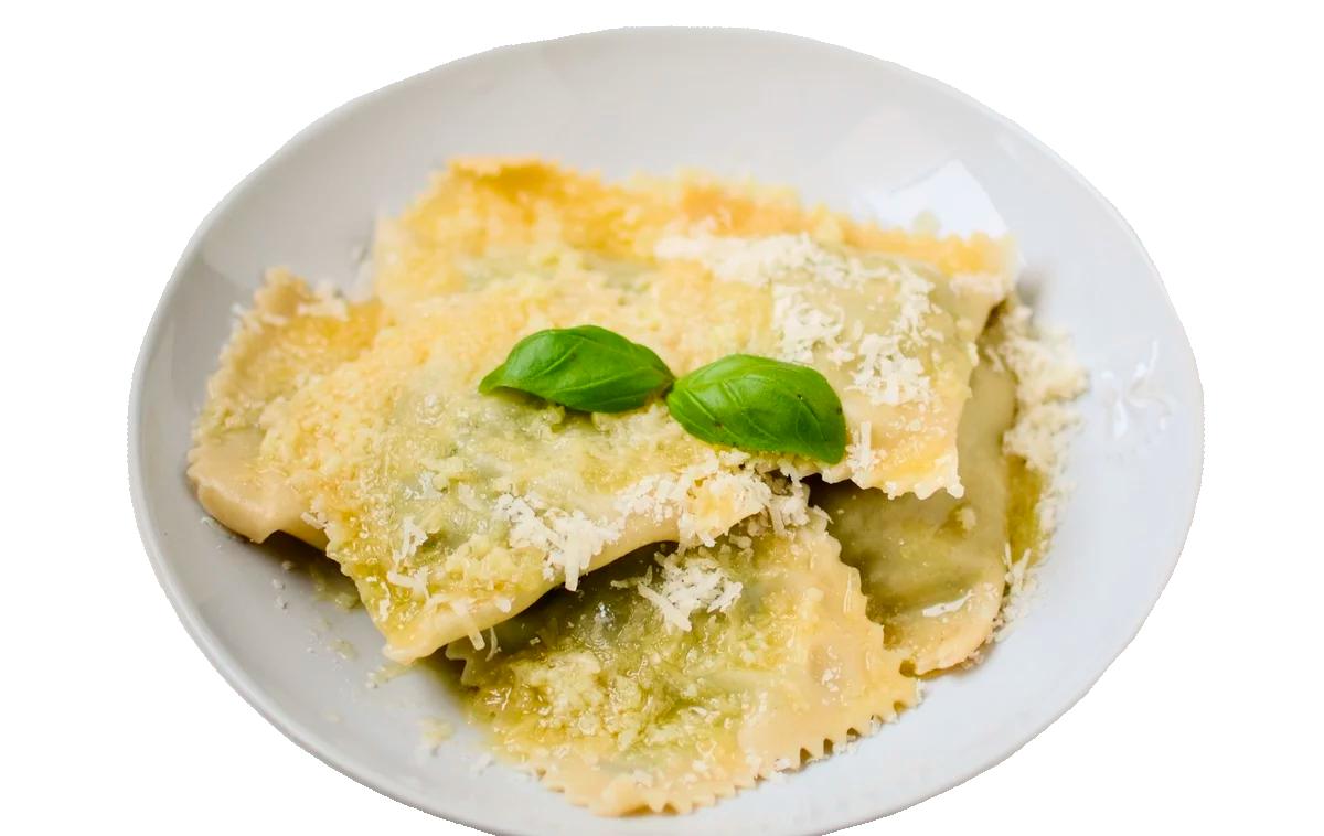 Равиоли со шпинатом под сырно-сливочным соусом